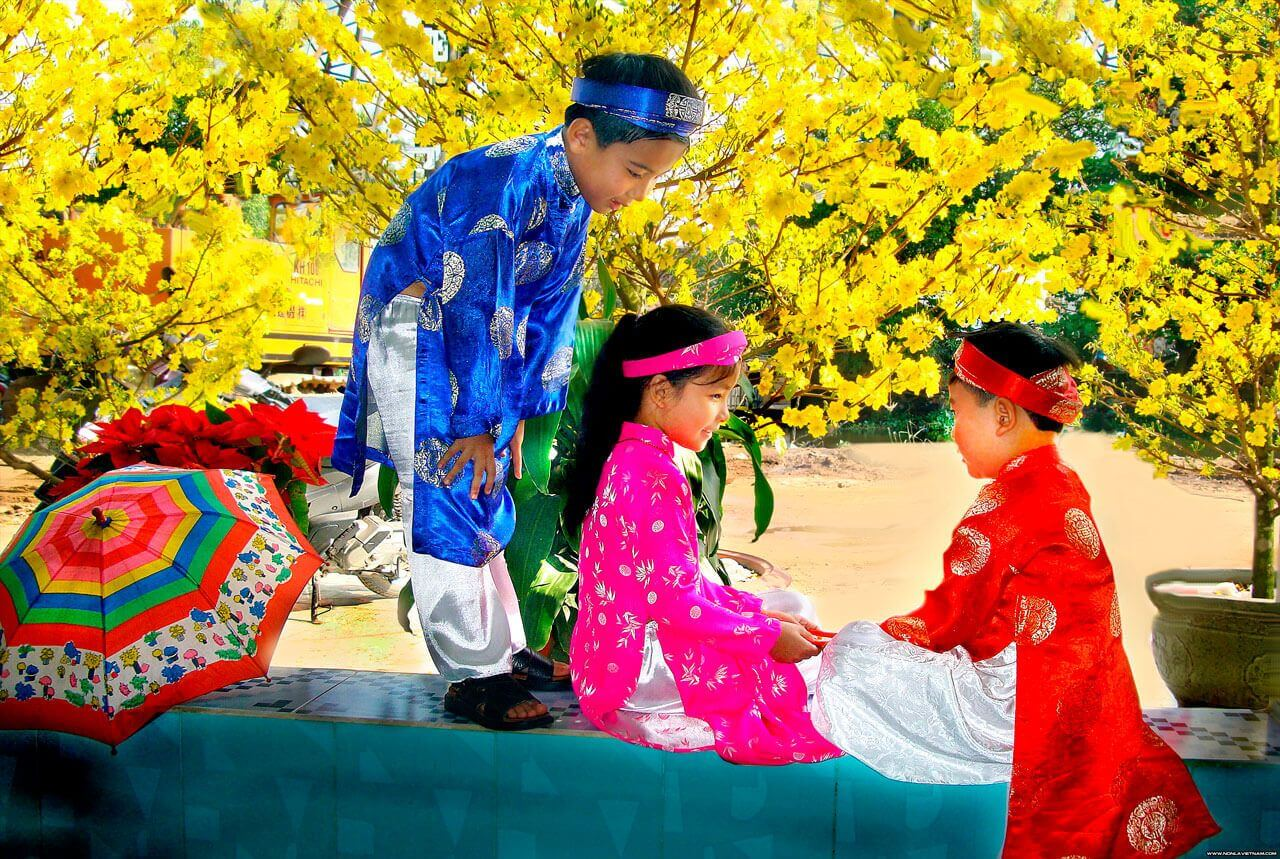 Vietnamese kids in a colorful costumes